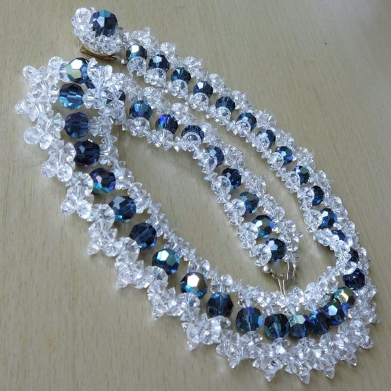 Lovely 1960s   sparkly aurora borealis and carnival glass  necklace