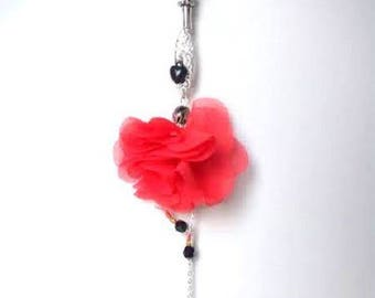 Character dancer necklace modern poppy, black and silver heart.