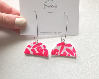 White and bright pink half circle polymer clay drop earrings, white and pink print  dangle earrings, drop earrings, bright  pink earrings