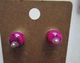 Pair of earring studs with a black pink marbleized ball