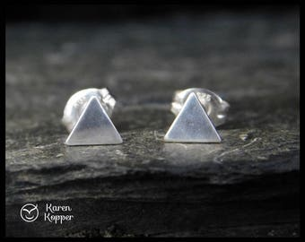 Tiny triangle stud earrings. Sterling silver 0.925. Posts earrings. Handmade. 219