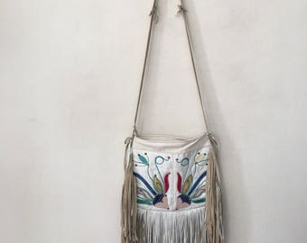 Beige and white handmade women's bag, real leather with fashionable leather fringe, bag decorated with colored embroidery, new, size-medium.