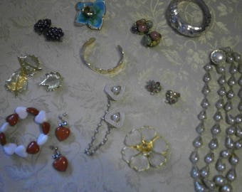 Lot of 11  Assorted Vintage/Costume Jewelry