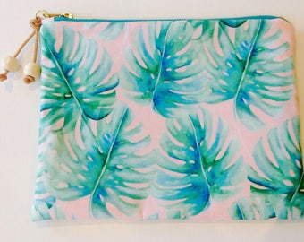 Jade palms on pink clutch.