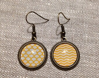 Earrings cabochon 16mm - bronze - mismatched - yellow - waves