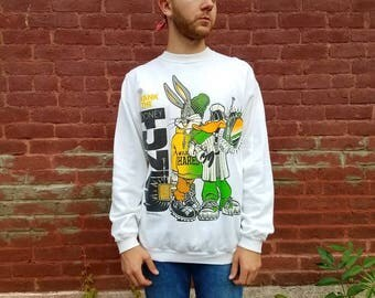 Vintage 1990s 90s Bugs Bunny Looney Tunes ' Crank the Looney Tunes' white sweatshirt hip hop rap Men's large