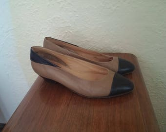Vintage Pegabo leather beige/navy pumps made in Italy size 38