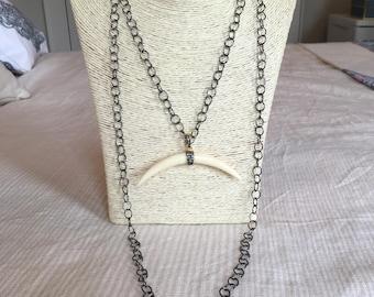 gunmetal chain necklace w/ horn