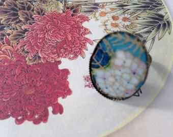 Adjustable ring, paper Japanese chrysanthemums.