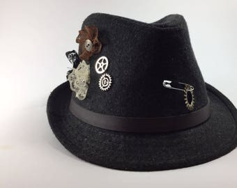 Hat made of felt, a steampunk hat, an hat for autumn, a warm hat, a hat made of wool