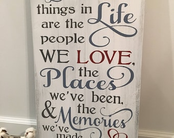 The best things in life are the people we love / Rustic Wood signs/ Rustic Farmhouse Decor / Rustic Signs / Wood Signs / Wooden Sign