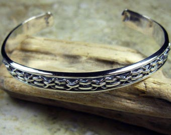 Vintage solid sterling silver cuff bracelet with geometric pattern