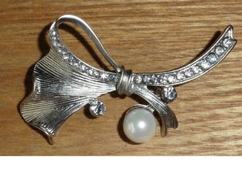 Brooch Pin Silver Bow with Faux Pearls and Rhinestones