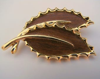 Vintage 1967 Sarah Coventry Leaf Brooch Pin Wooded Beauty Autumn Fall