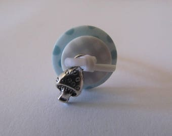 Vintage button ring with charm and white plastic buckles
