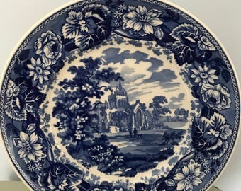 Wedgwood Queens Ware collectors plate, 'The Abbey' part of 'The Blue & White Collection