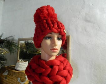 Red Merino Chunky Hat. Hand Knit Hat. Winter Womens Hat. Thick Wool Beanie. Oversize Pom Pom Hat. Gift for Her. Valentine's day gift.