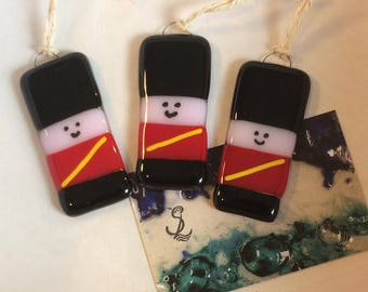 1x Cute Soldier Fused Glass Christmas Decorations unique,gift,hanging,trinket,xmas,red,black,queens guard,bearskin hat,nutcracker,army