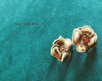 Earrings in bronze with metal fittings