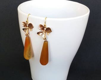 Exclusive earrings with golden orchid and honey-coloured agates