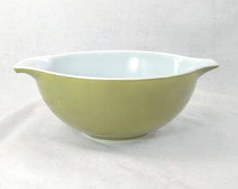 Pyrex Verde Cinderella Bowl 443  2-1/2 QT