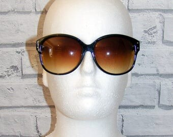 Vintage 80s deadstock oversize graduated brown lense sunglasses black plastic
