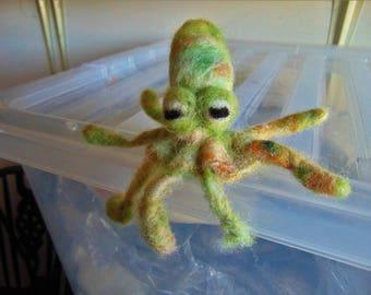 Needle Felted Little Octopus, Wool Sculpture, Aquatic Creature, Fibre Art, Ornament, Decoration, Gift, Felt Animal