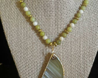 Necklace olive jade and fossil beads with agate pendent