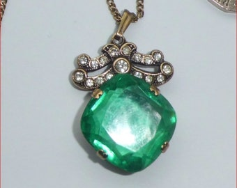 Vintage Art Deco Green Glass Open Back Necklace