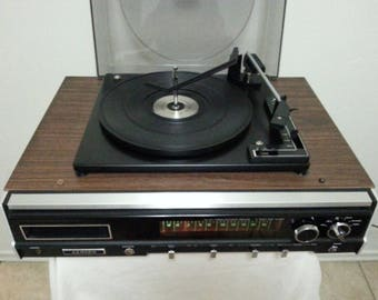Vintage Lloyd's Fully Automatic Compact Turntable/Very Good Condition