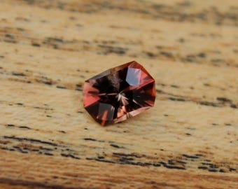 Precision cut 1.0 ct Oregon Sunstone
