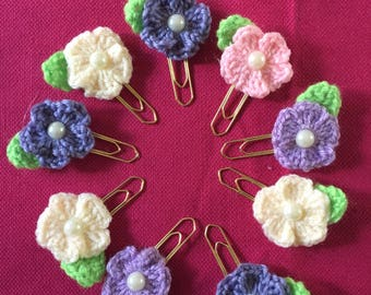 Croheted flower paperclip