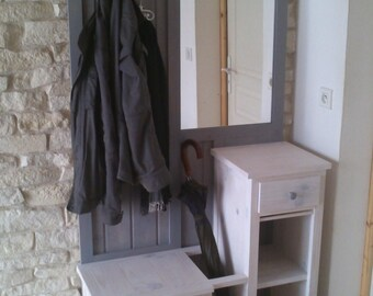Cabinet entry with mirror