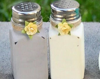 Salt and Pepper Shakers, Rustic Decor, Distressed Shakers, Kitchen Decor, Shabby Chic, Mason Jar Shakers, Rustic Kitchen