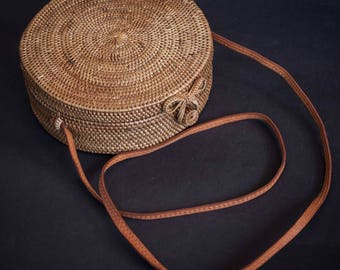 Round Ata Rattan woven Shoulder Bag with unique Clip, Unique Summer Round Bag with Unique Pattern , A Perfect Birthday Gift for Her