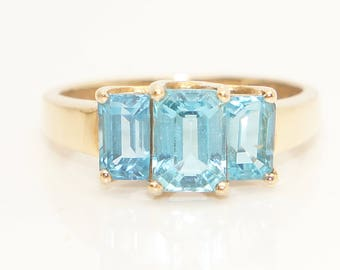 Stunning 10ct Yellow Gold 2.2CTW Emerald Cut Blue Topaz Three Stone Ring, Size O