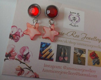 Star stud dangle earrings in red and surgical steel