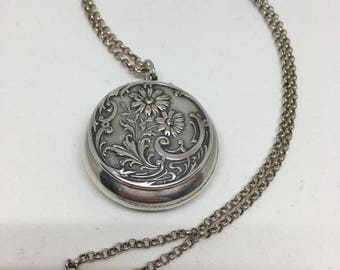 Art Deco silver necklace withl silver pendant
