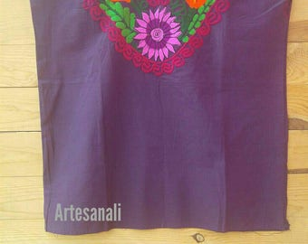 Mexican Embroidered blouse size large color ink