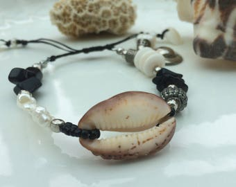Black and white adjustable bracelet