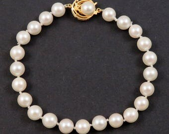 Lovely 14K Yellow Gold & Individually Knotted Strand of Pearls Bracelet