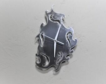 a gray metal with system clock has quartz (ref P03)