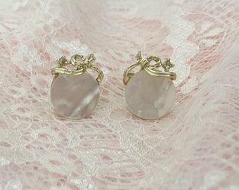 Vintage Lisner Earrings, Mother Of Pearl Earrings, Screw Back Earrings, White Earrings, White And Gold, Bridal Earrings, Bridal Jewelry