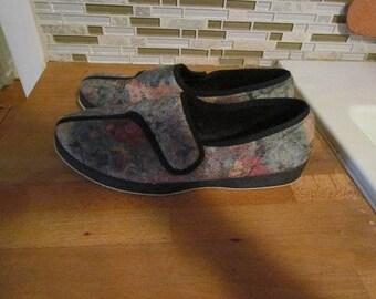 Women's Foamtrends Slippers/Shoes Size 10