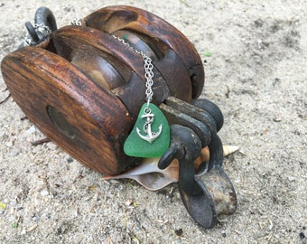 Green beach glads necklace