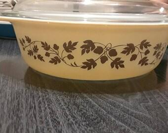 Golden Acorn pyrex 2 1/2 qt casserole dish