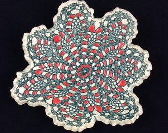 Green and red lace dish