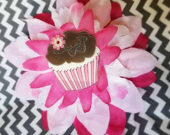 Flower clip with cute cupcake center