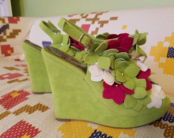 Floral Wedges in Green, White and Pink - Size 10