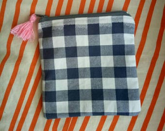 Square gingham tassel pouch